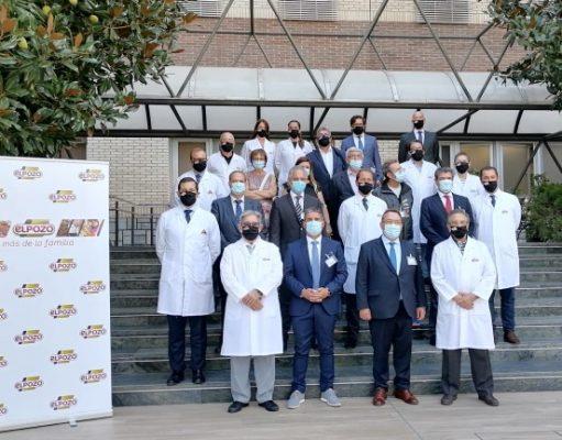 Representantes del Comité Ejecutivo nacional de la Confederación Empresarial de Hostelería de España junto a los responsables de El Pozo Alimentación, Tomás y José Fuertes, y otros miembros de la compañía.